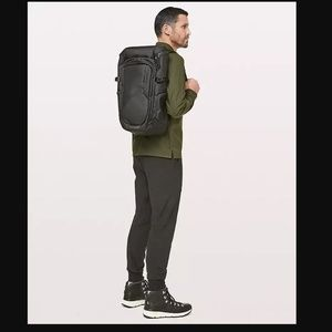 lululemon room to roam backpack